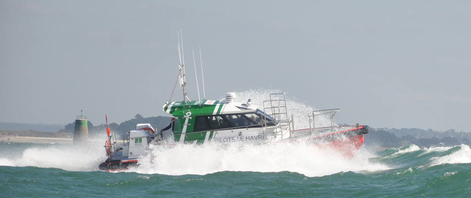 12m pilot boat in GRP with Volvo IPS